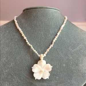 Jewelry - Beautiful necklace with etched flower